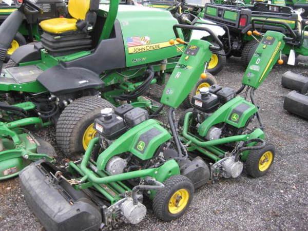 2013 John Deere 220E Lawn and Garden