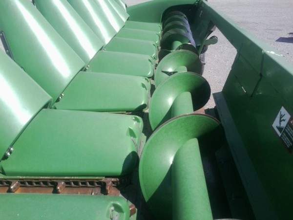 2010 John Deere 608C Corn Head