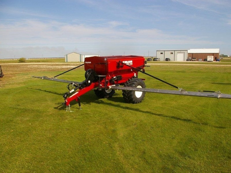 2019 Valmar Airflo 8600 Pull-Type Fertilizer Spreader