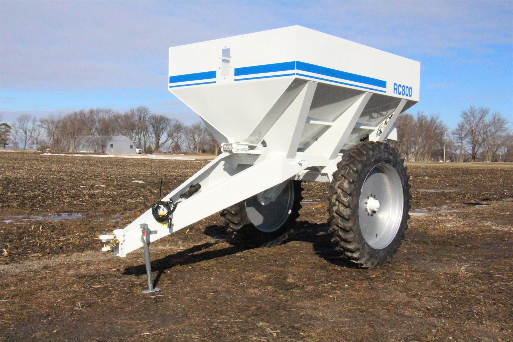2021 Loftness RC800 Pull-Type Fertilizer Spreader