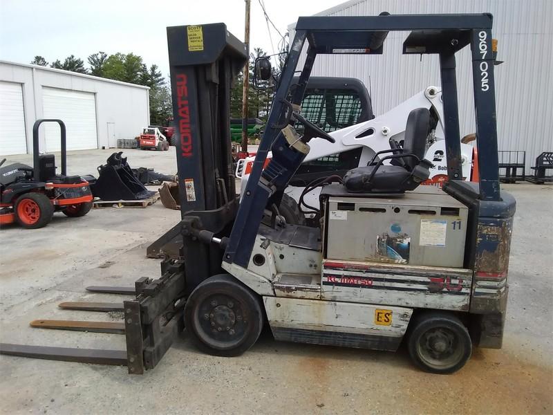 Komatsu FB30SH-4 Forklift