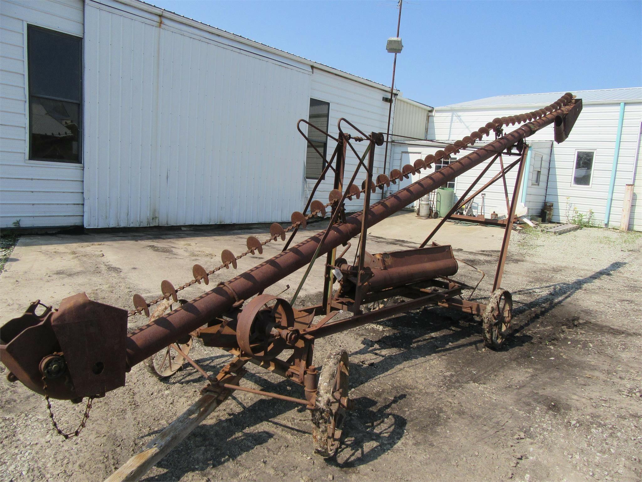 John Deere 308 Augers and Conveyor