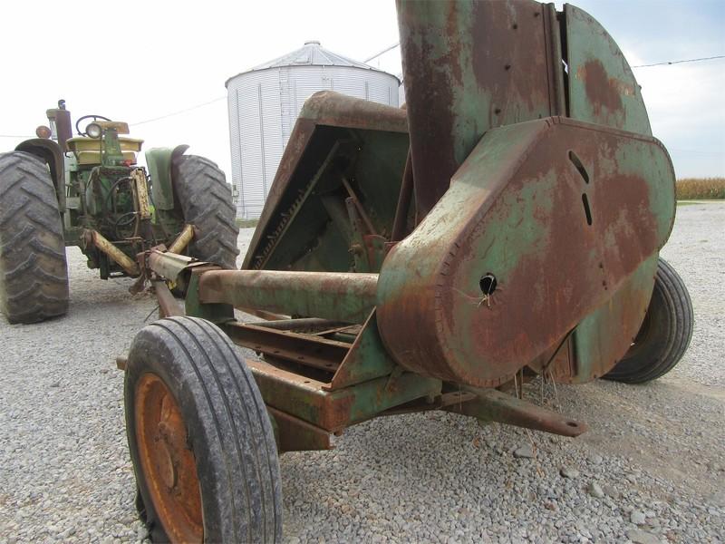 John Deere 8FH-R Pull-Type Forage Harvester
