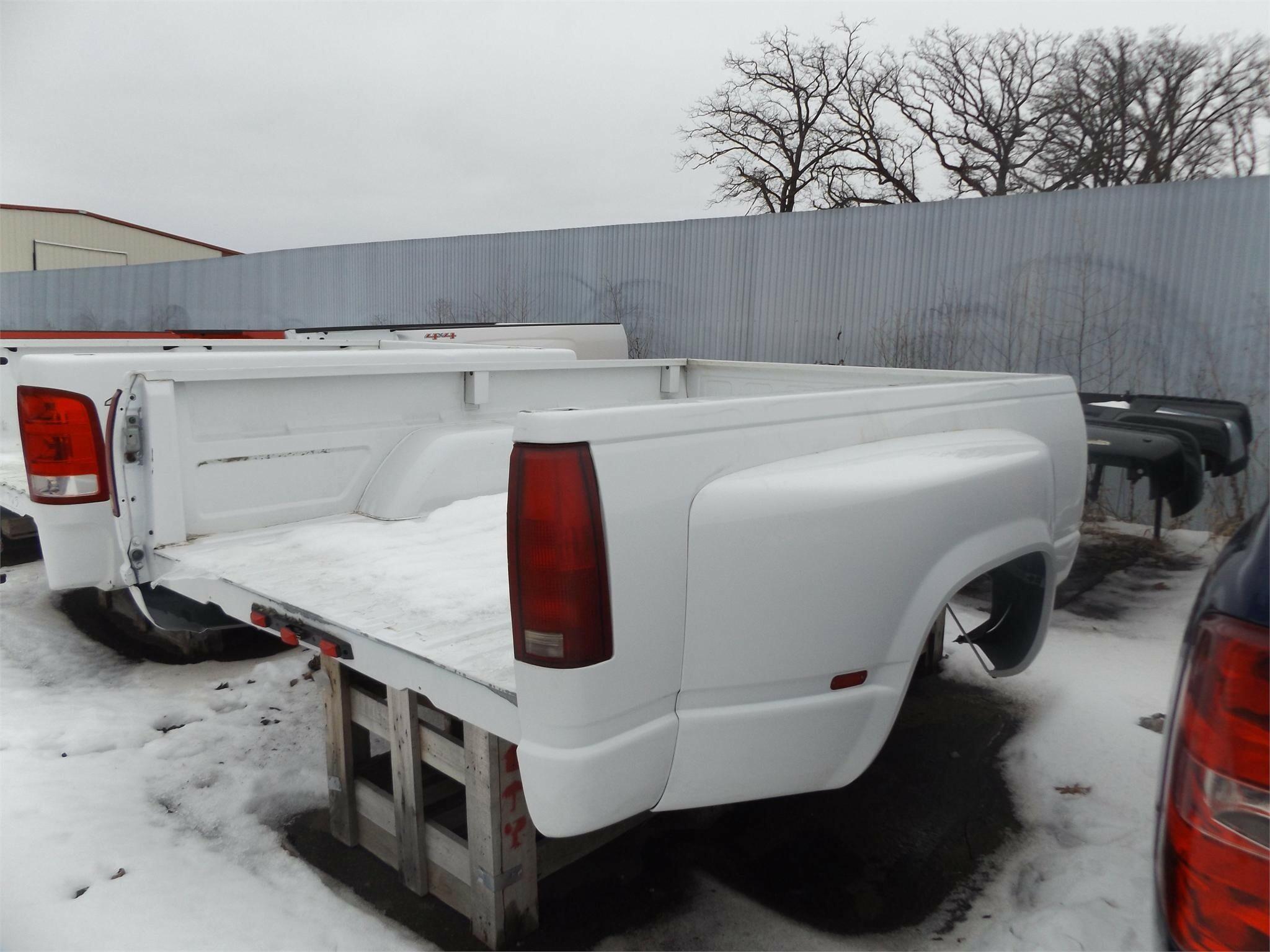 2000 Chevrolet 8 ft Truck Bed