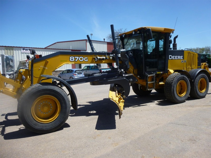 2010 Deere 870G Compacting and Paving
