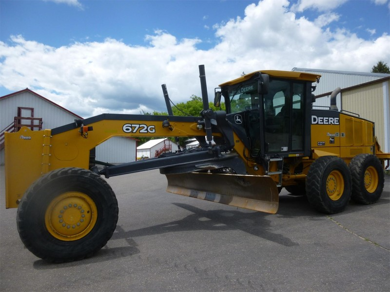 2011 Deere 672G Compacting and Paving