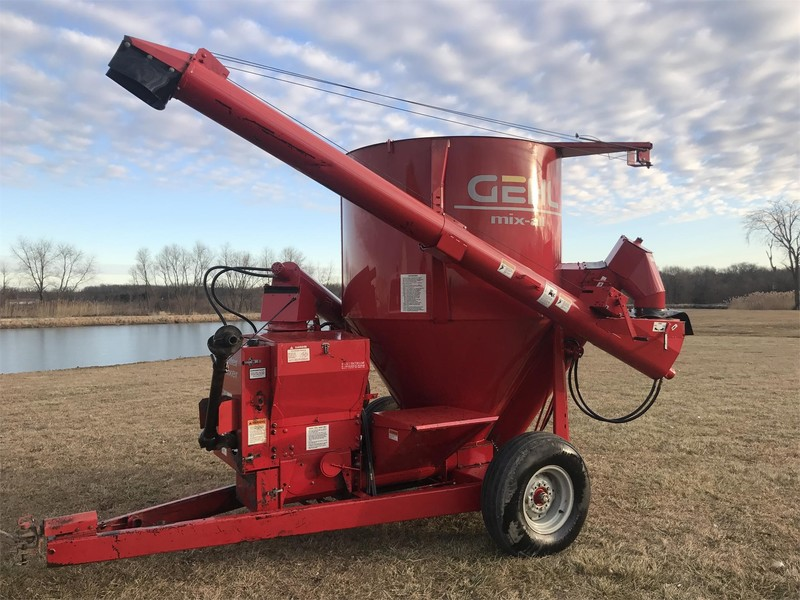 Gehl RM125 Grinders and Mixer