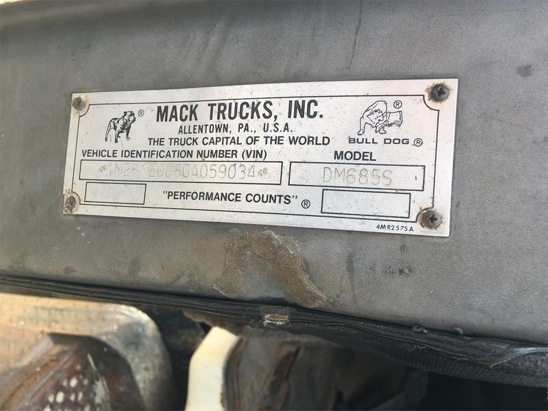 1989 Mack DM685S Semi Truck