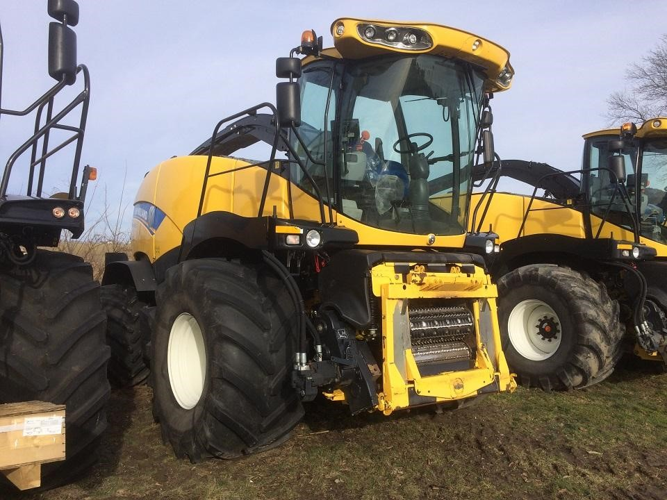 2015 New Holland FR850 Self-Propelled Forage Harvester