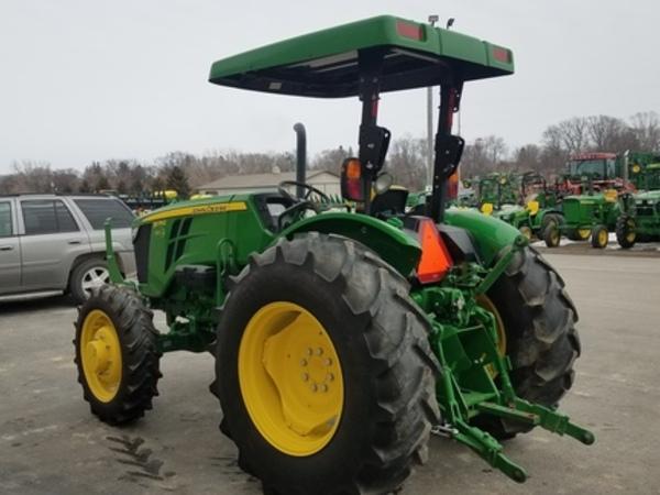 2017 John Deere 5075E Tractor