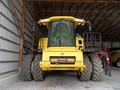 2014 New Holland CR8090 Combine