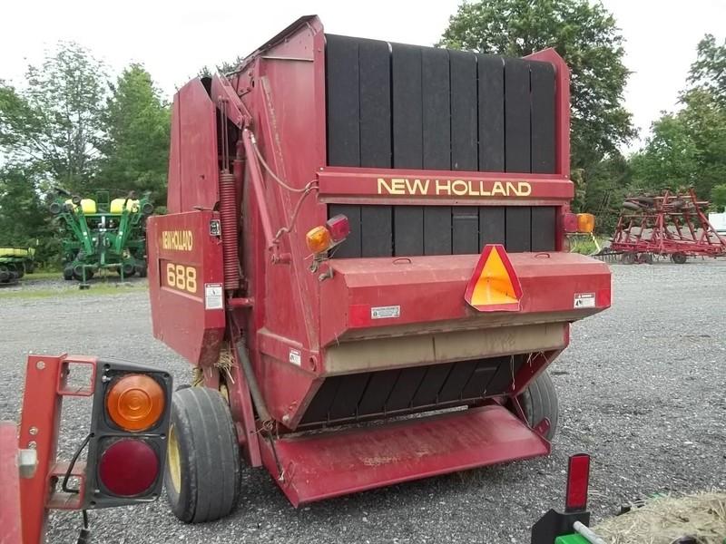1999 New Holland 688 Round Baler