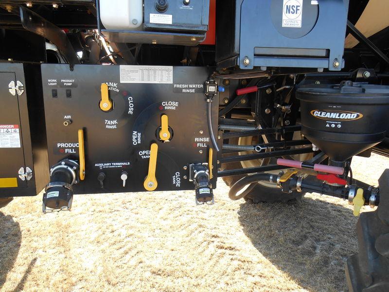 2015 Versatile SX240 Self-Propelled Sprayer