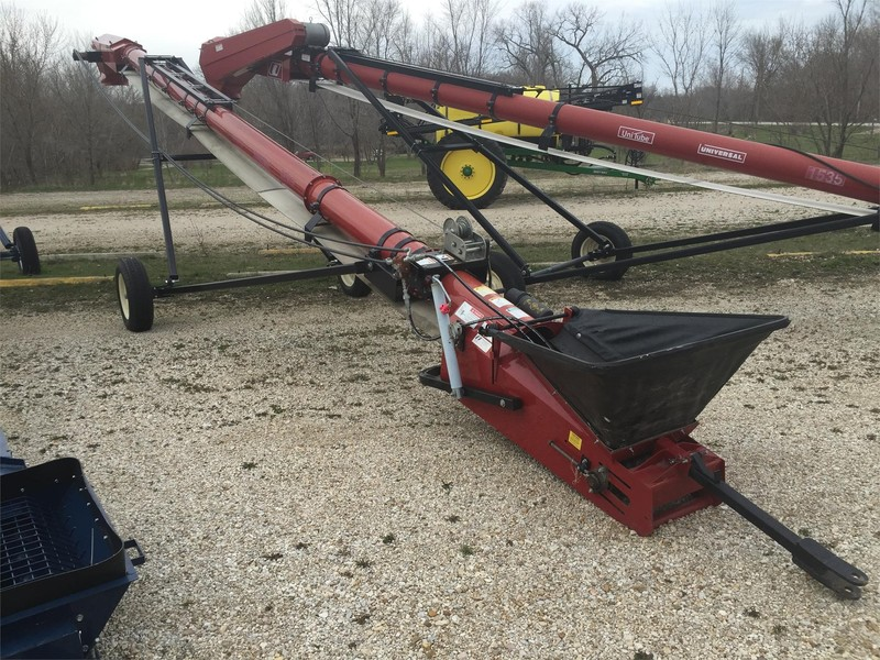Universal 1535 TD Augers and Conveyor