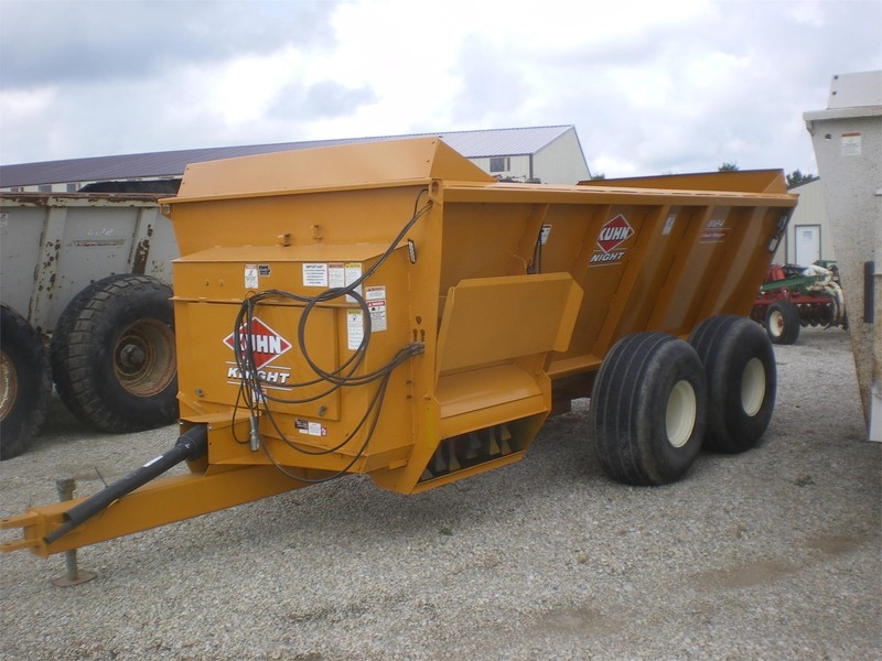 2004 Kuhn Knight 8124 Manure Spreader