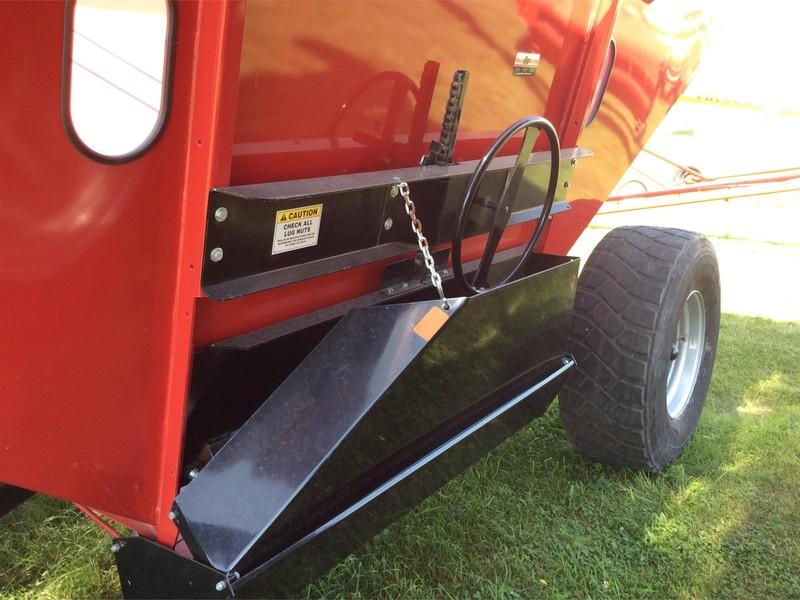 2016 Demco 650 Grain Cart