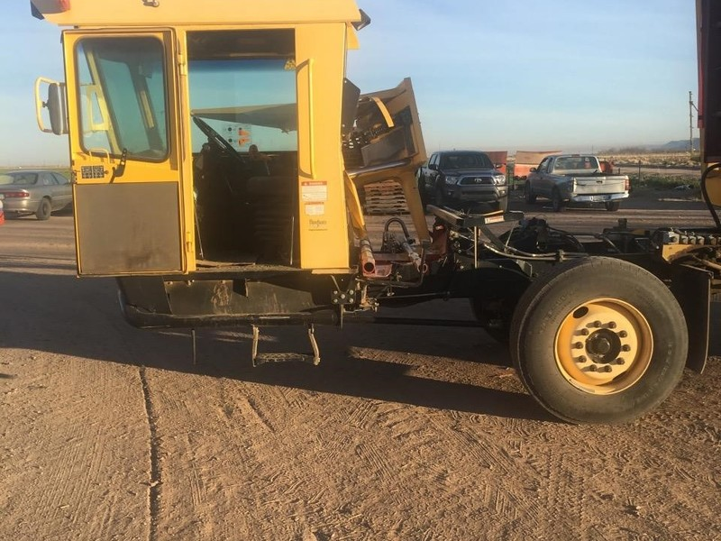 2009 New Holland H9880 Bale Wagons and Trailer