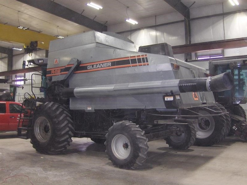 1993 Gleaner R62 Combine