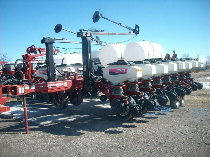 2005 White 8186 Planter