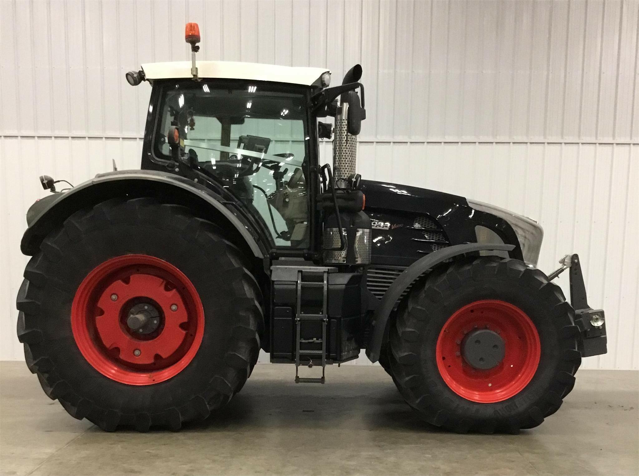 2014 Fendt 933 Vario Tractor