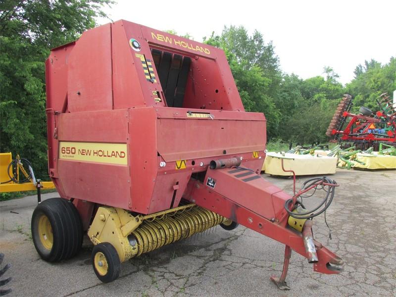 New Holland 650 Round Baler