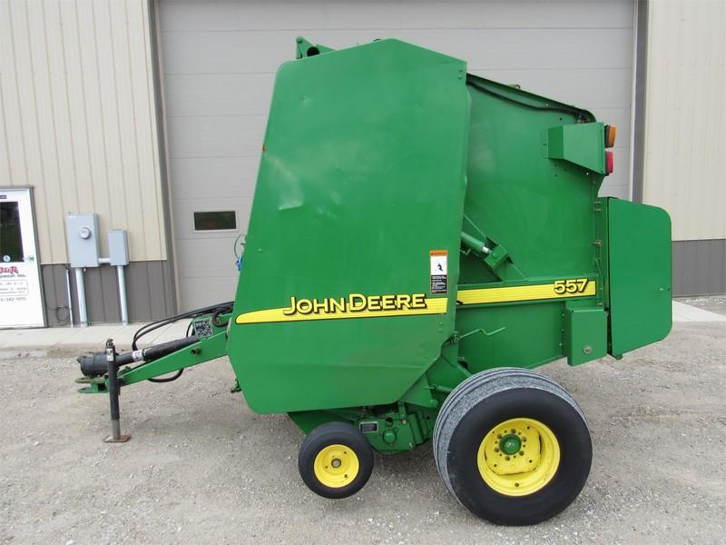 2002 John Deere 557 Round Baler