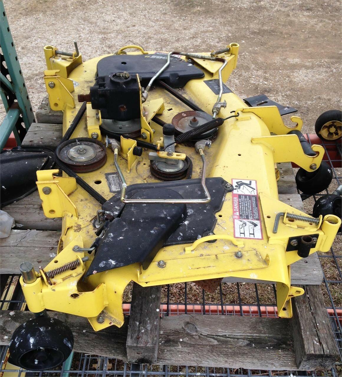 2004 John Deere 48C Lawn and Garden