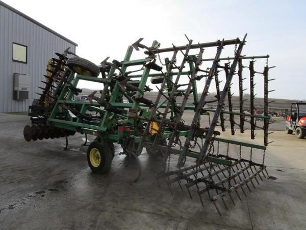 John Deere 726 Soil Finisher