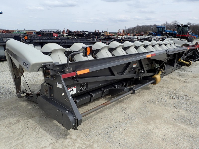 2013 Gleaner 3000 Corn Head