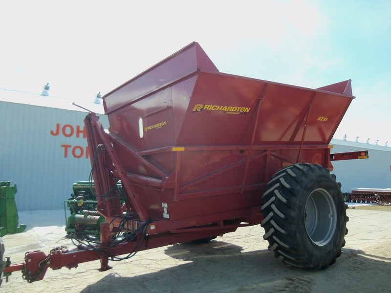 Sunflower 8210-900 Forage Wagon