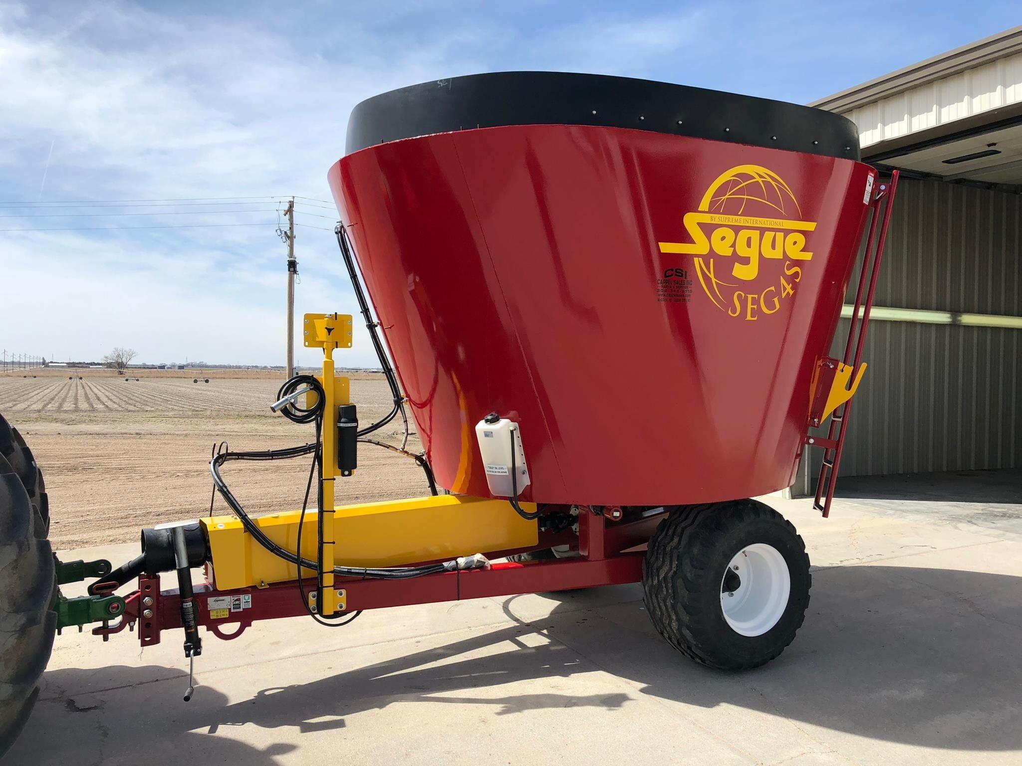 2019 Supreme International SEG4S Feed Wagon