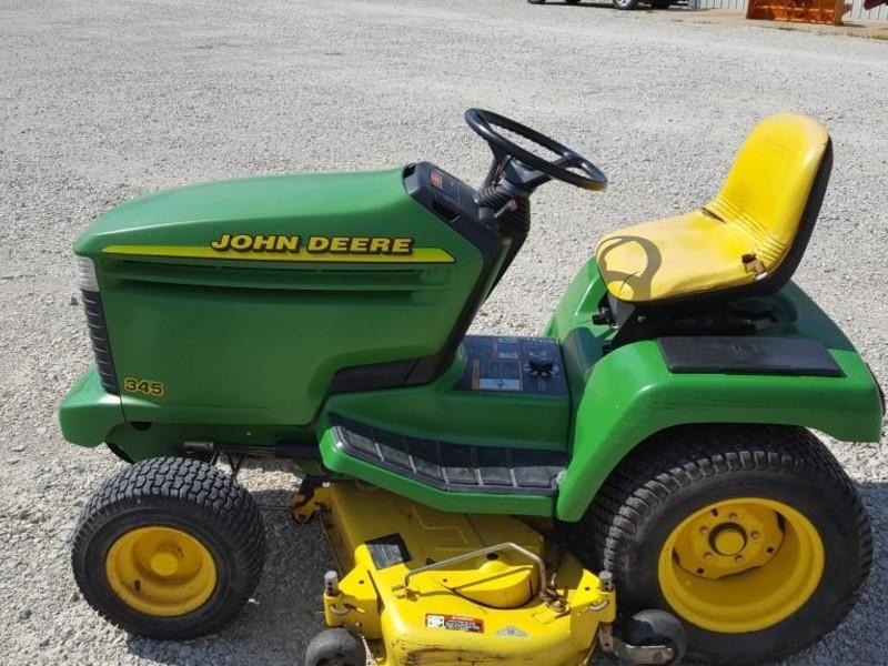 1998 John Deere 345 Lawn and Garden