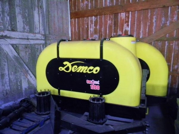 2019 Demco 1200 Tank