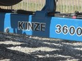 2001 Kinze 3600 Planter