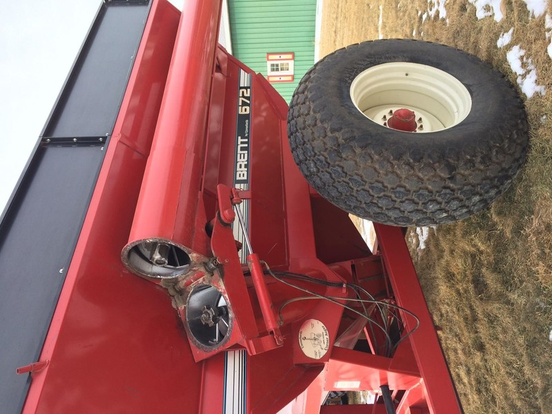 1996 Brent 672 Grain Cart