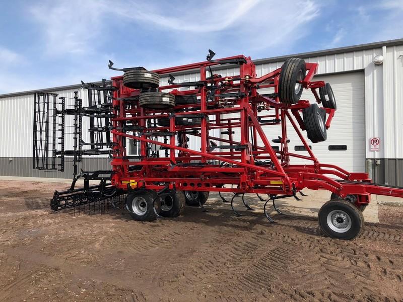2018 Case IH Tiger-Mate 255 Field Cultivator
