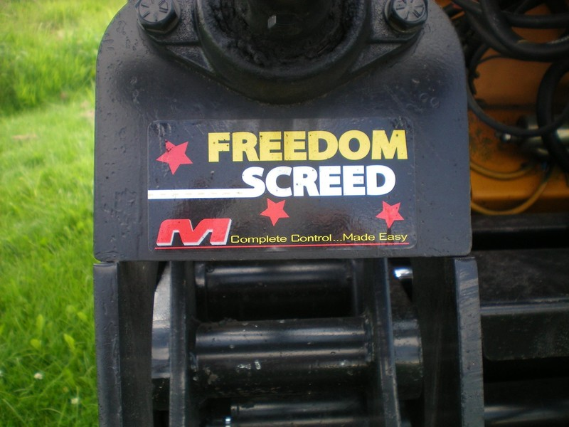2005 Mauldin 690F Compacting and Paving