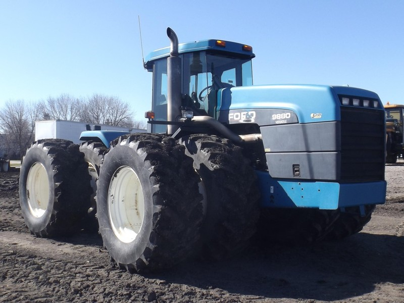 1995 Ford Versatile 9880 Tractor