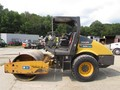 2011 Volvo SD70D Compacting and Paving