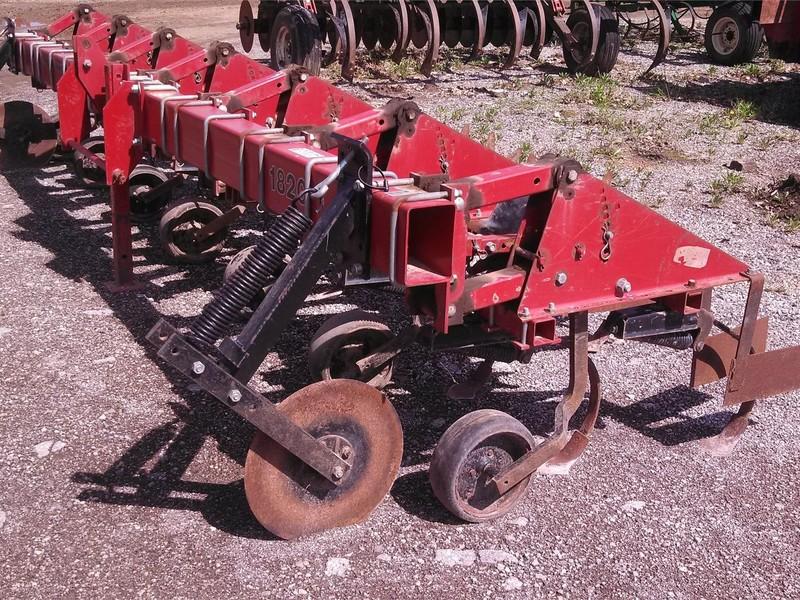 Case IH 1820 Cultivator