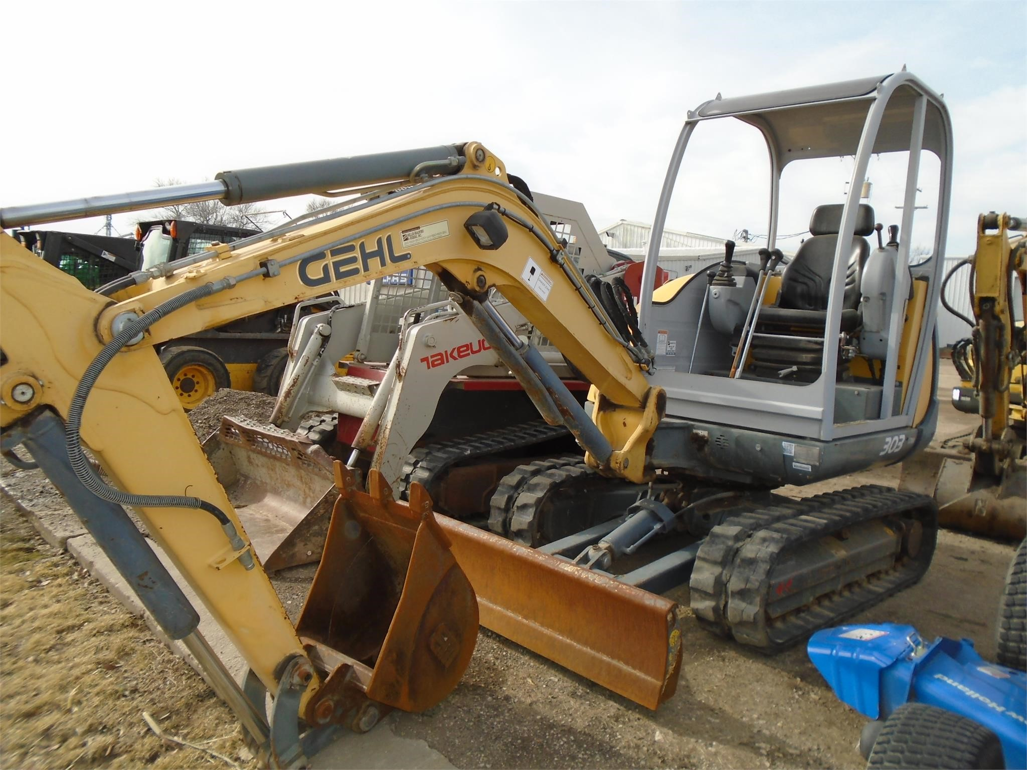 2006 Gehl GE303 Excavators and Mini Excavator