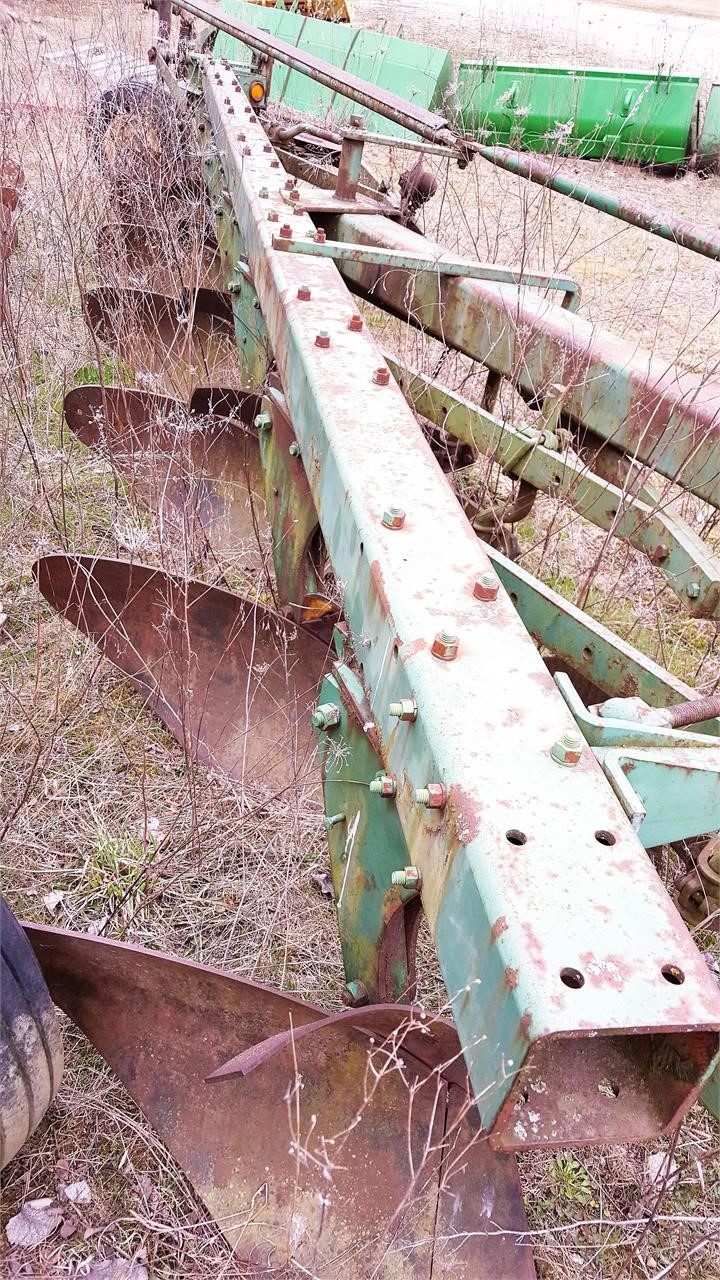 1975 John Deere 1450 Plow