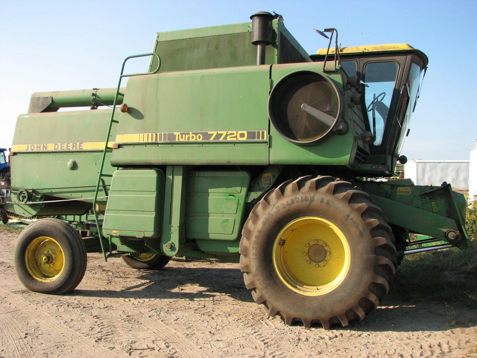 1982 John Deere 7720 Combine