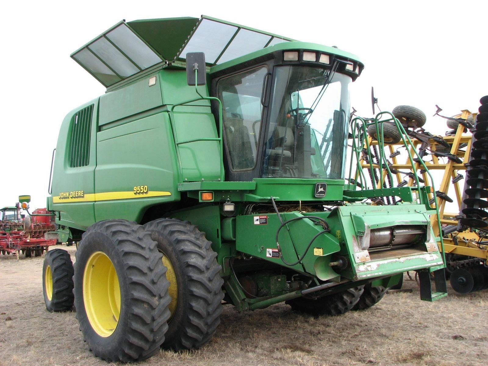 2001 John Deere 9550 Combine