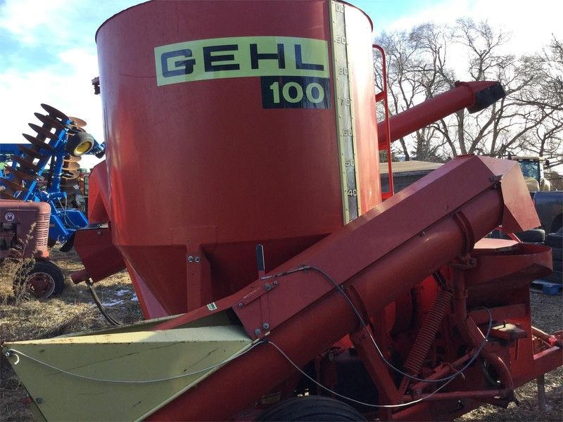 Gehl 100 Grinders and Mixer