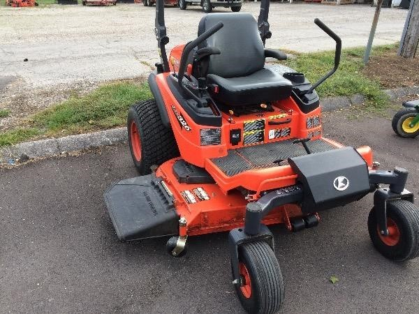 Kubota ZD326 Lawn and Garden