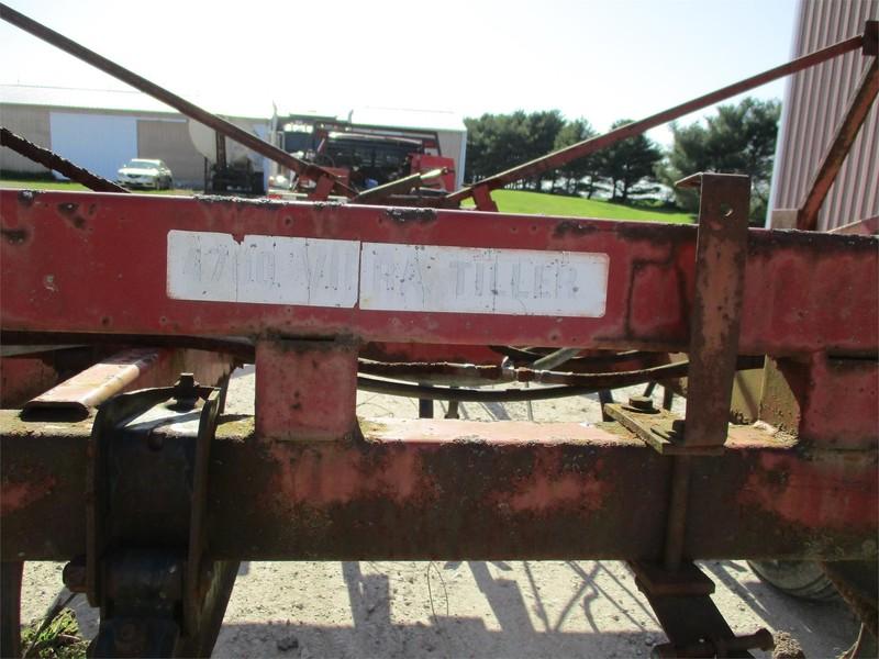 International 4700 Field Cultivator