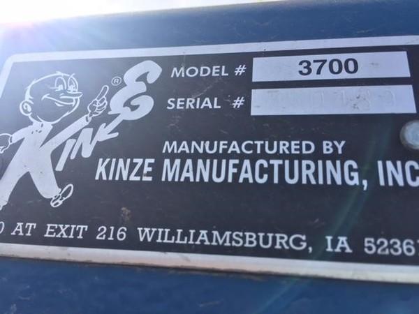 2002 Kinze 3700 Planter