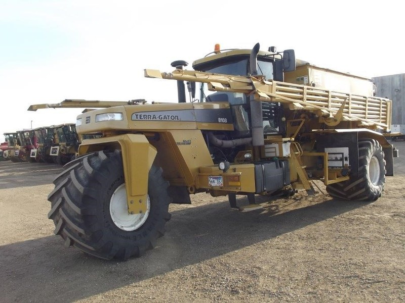 2006 Ag-Chem Terra-Gator 8103 Self-Propelled Fertilizer Spreader