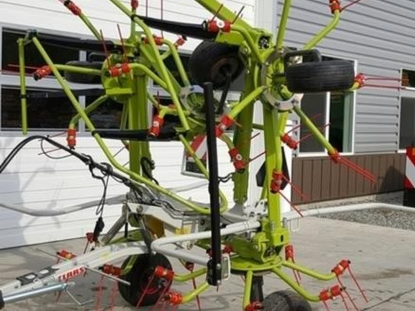 Claas Volto 800TH Tedder